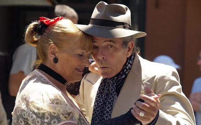 idősek, táncolnak